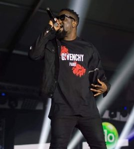 Sarkodie on stage performing
